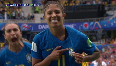 Cristiane vence votação da gol mais bonito da Copa do Mundo